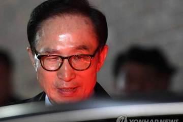 Thêm một cựu Tổng thống Hàn ra tòa vì tham nhũng