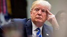 Khủng hoảng, đối đầu bủa vây ông Trump