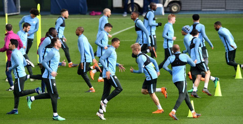 Man City vs Liverpool: Tấn công tổng lực chờ phép màu