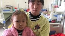 Thương bé gái người Mông mắc bệnh ung thư hiểm ác