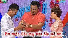 MC Quyền Linh thích thú với món quà cô gái Nha Trang tặng bạn trai