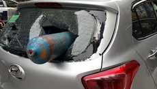 Hà Nội: Trích xuất camera xác minh bình khí xuyên thủng ô tô