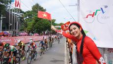 Hoa hậu Ngọc Hân rực rỡ tại giải xe đạp truyền hình