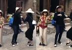 Trước mặt mẹ, Trấn Thành vẫn không quên trêu chọc Hari Won