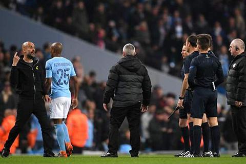 Guardiola phản ứng trọng tài