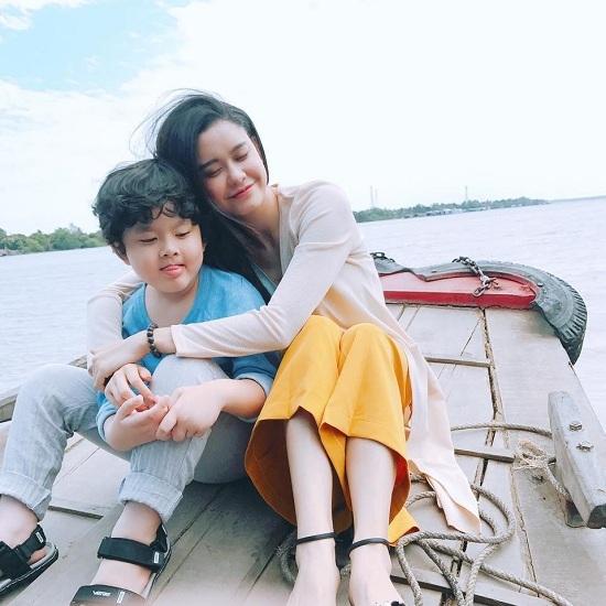 Bất ngờ với ảnh làm người mẫu năm 18 tuổi của Việt Hương