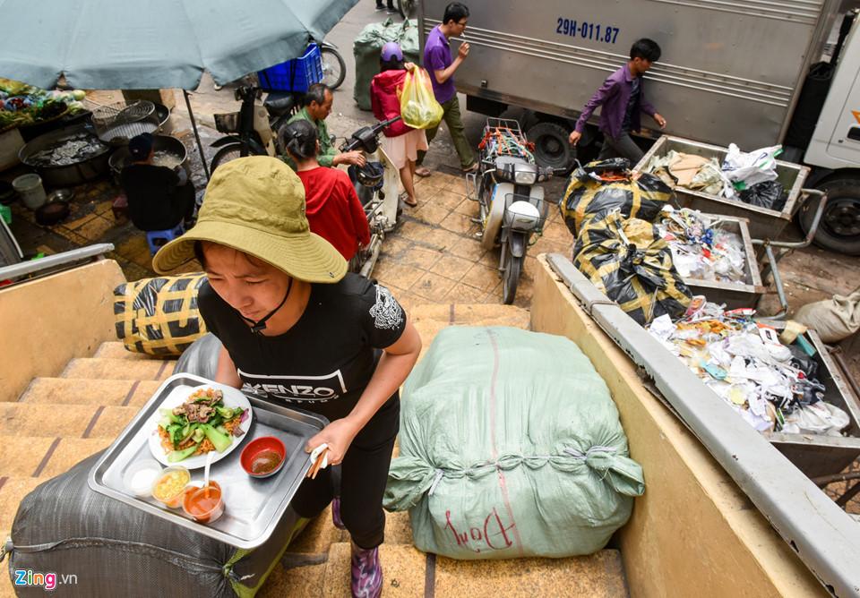 Cảnh nhếch nhác, xuống cấp ở chợ Đồng Xuân