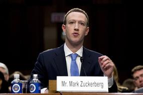 Mark Zuckerberg điều trần, trả lời nhàm chán giúp cổ phiếu Facebook tăng 4,5%