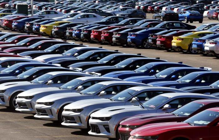 Ô tô loạn giá: Tránh mất tiền oan, đồng loạt rủ nhau ngừng mua xe