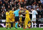 Graham Poll: Trọng tài thổi 11m, đuổi Buffon là đúng