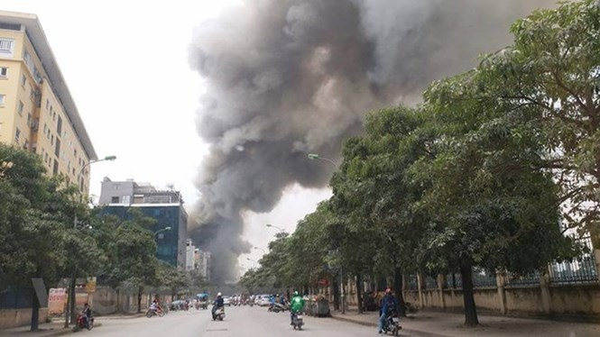 Chợ Hà Nội: Làm sao 'thoát kiếp' người mua sợ bẩn, người bán sợ cháy