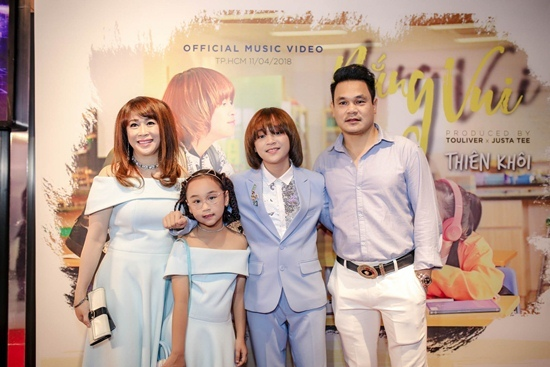 Quán quân Idol Kids Thiên Khôi đẹp trai và chững chạc tuổi 13