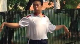 'Thần thái bung lụa' của nam sinh Sài Gòn đạt 10 điểm quốc phòng