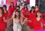Cô dâu Hải Dương mặc váy ngắn nhảy Lambada trong đám cưới