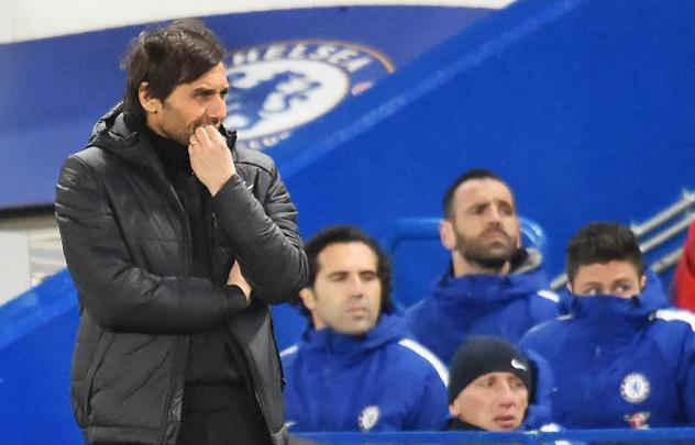 Chelsea mời 'bố già' ngồi ghế nóng thay Conte