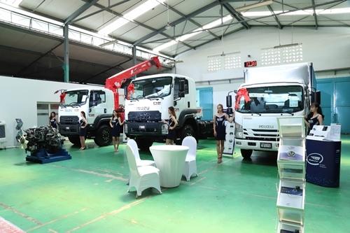 Xe tải Isuzu FORWARD & QKR mới ra mắt ấn tượng