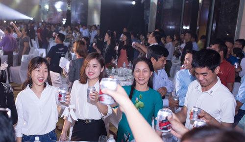 Compact- nước tăng lực 'chiều chuộng' khẩu vị Việt