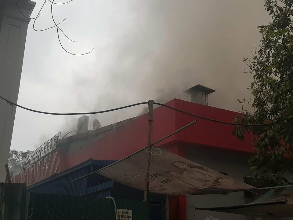 Cháy dữ dội quán Sive beer club ở Hải Phòng