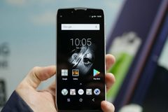 """Smartphone pin """"quái vật"""" 11.000 mAh giá hơn 4 triệu đồng"""