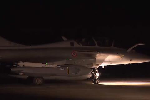 Pháp điều máy bay đánh Syria