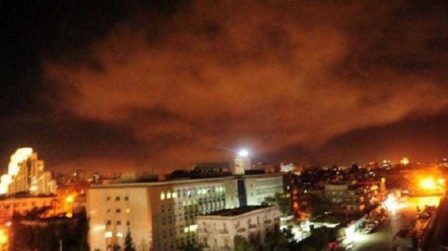 Các Vụ Nổ Ở Ngoại Ô Damascus Sau Khi Trúng Pháo Kích Của Liên Quân. Ảnh:  Reuters