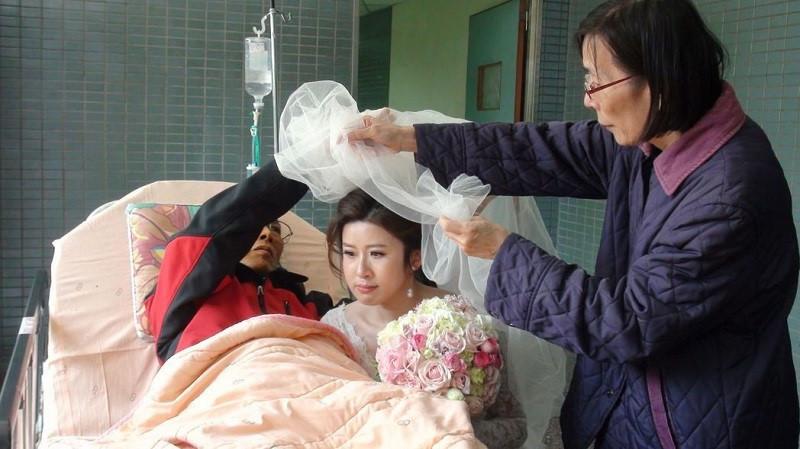 Đám cưới tổ chức ở bệnh viện và lý do khiến dân mạng xúc động
