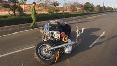 Tay lái mô tô Sài Gòn tông xe vào dải phân cách thiệt mạng