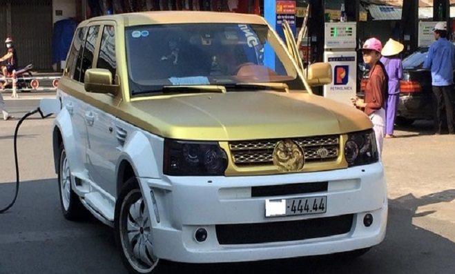 Range Rover mạ vàng biển ngũ quý 4 lăn bánh trên phố gây tò mò