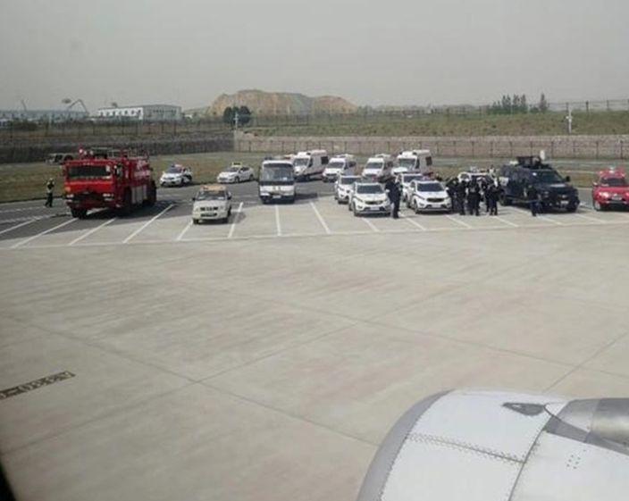 Máy bay,Trung Quốc,hạ cánh khẩn,hành khách khống chế tiếp viên