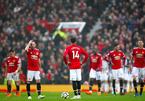 Thua đội bét bảng, MU dâng chức vô địch cho Man City