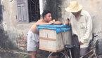 Chàng trai bán kem hát Xa vắng không khác gì Tuấn Hưng