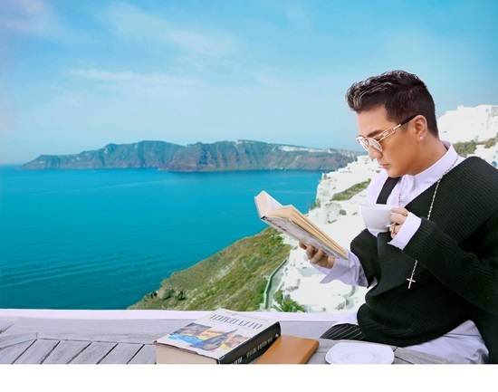 Đàm Vĩnh Hưng lẻ bóng một mình tại 'đảo thiên đường'