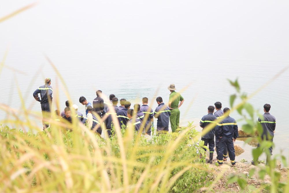 Lực lượng chức năng lặn tìm học sinh lớp 7 bị đuối nước ở hồ đá Đại học Quốc gia TP.HCM