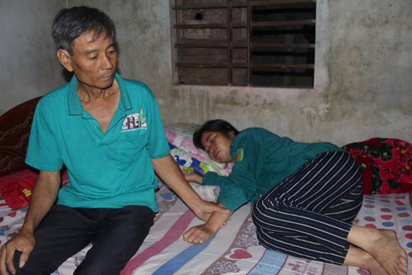 Chồng đau yếu, vợ ung thư máu, gia đình lâm cảnh túng quẫn