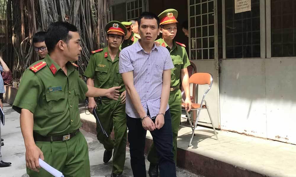 Cựu cảnh sát cưỡng đoạt tài sản vì vướng vào vòng xoáy cờ bạc