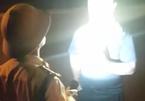 Chiếu đèn pin vào người quay phim, đội phó CSGT bị chuyển công tác