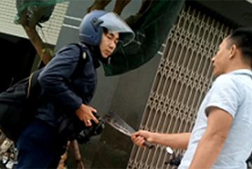 Khởi tố đối tượng dùng dao dọa giết phóng viên