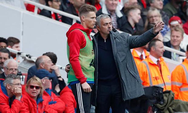 Mourinho mạnh tay trảm hàng loạt 'ông kễnh' MU