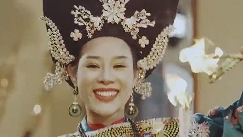 Vợ Việt Hoàn phát hành Chiều phủ Tây Hồ phiên bản hầu đồng - ảnh 2
