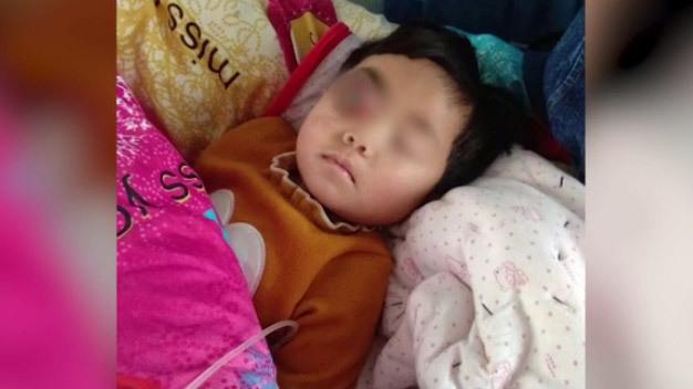 Nhẫn tâm 'khai tử' con gái để lừa tiền từ thiện