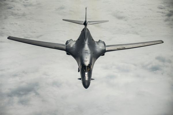 Uy lực chiến cơ Mỹ trong vụ nã tên lửa Syria
