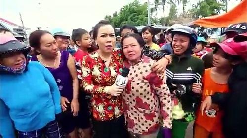 Fan cuồng mặc con dâu đau đẻ vẫn xin chụp hình cùng Việt Hương - ảnh 2