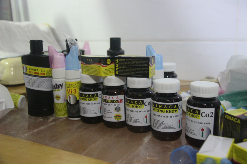 Giấu thuốc trị ung thư từ than tre của Vinaca dưới gầm giường