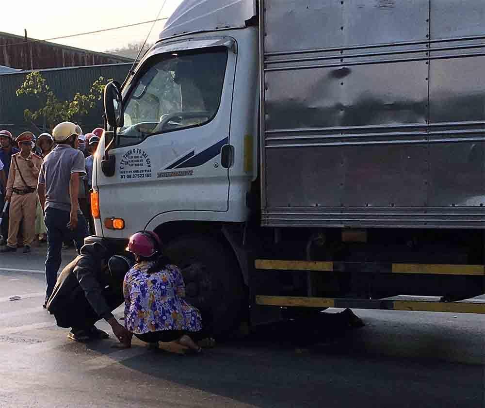 Xe máy va chạm với xe tải, nam thanh niên chết thảm