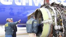 Video máy bay nổ động cơ, hành khách suýt văng ra ngoài