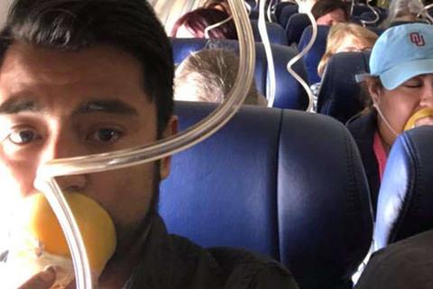 Máy bay chở hơn trăm khách nổ động cơ giữa trời, một người thiệt mạng