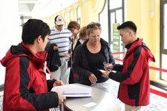 Lệnh mới, giám sát di chuyển khách nước ngoài mắc kẹt tại Việt Nam