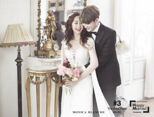 Hoa hậu 42 tuổi công bố ảnh cưới với nghệ sĩ 24 tuổi