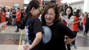 Thầy cô trường Ams hào hứng vui chơi bên học trò cuối cấp