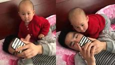 Hậu quả của việc bỏ lơ con để xem điện thoại